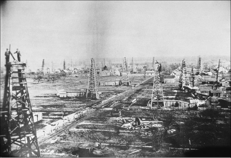 Oil wells in Cygnet, Ohio, 1885. By Ohio Department of Natural Resources, Division of Geological Survey [Public domain], via Wikimedia Commons