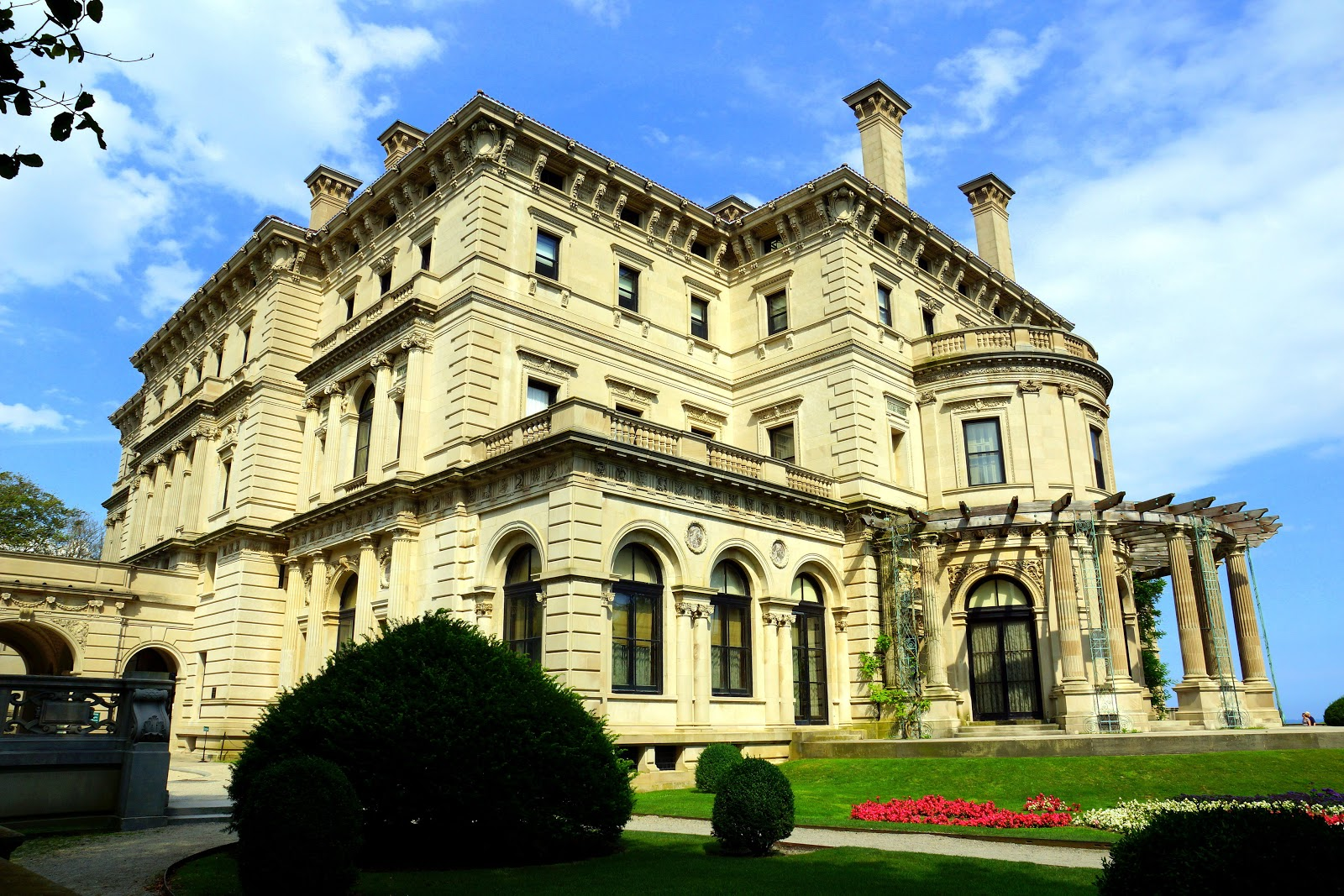 """""""The Breakers garden view,"""" by Skip Plitt - C'ville Photography (Own work) [CC BY-SA 3.0], via Wikimedia Commons"""