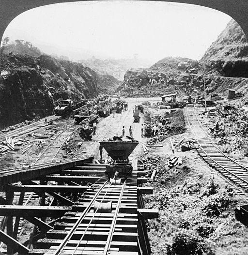 The famous Culebra Cut, Panama Canal, 1907.  By H.C. White Co. [Public domain], via Wikimedia Commons.