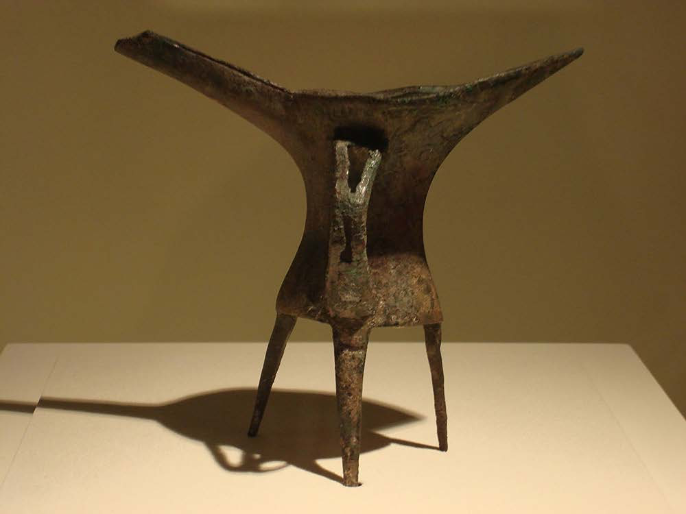 "Bronze ritual vessel for heating and drinking wine found at Erlitou | Author: User ""Editor at Large"" 